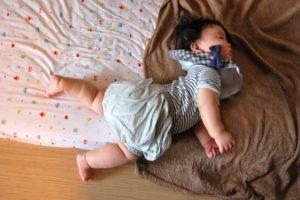 赤ちゃん寝返りの前触れ