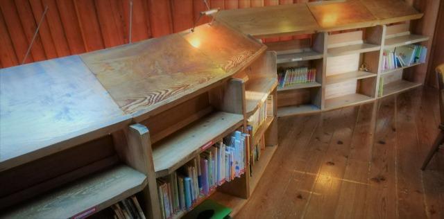 森の家2階図書室