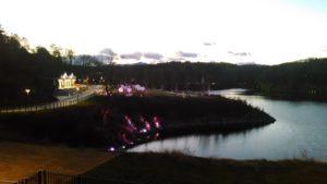 湖畔でチームラボ